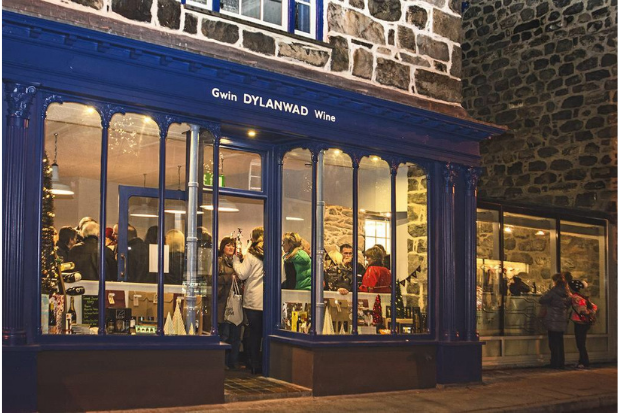 Gwin dylanwad wine bar shop front